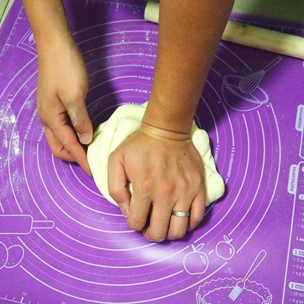 Силиконови килимчета и пособия за макарони